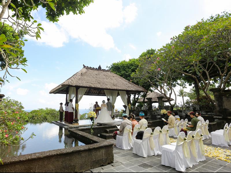 アヤナリゾート バレクンチャナガゼボで結婚式