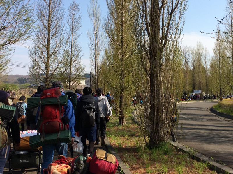 アラバキキャンプの入場待機列