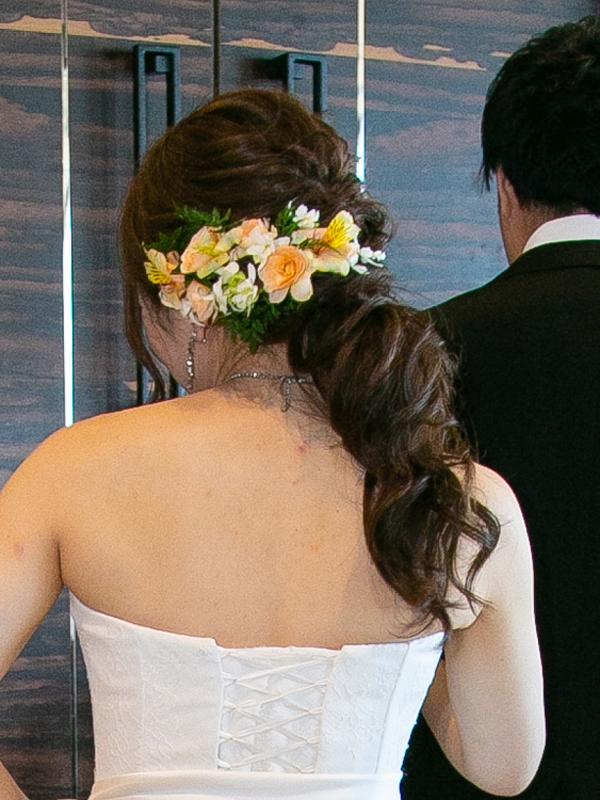 ポニーテールの花嫁髪型バック