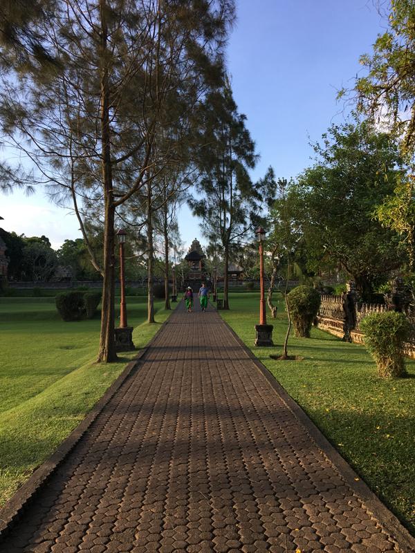タマンアユン寺院の庭園