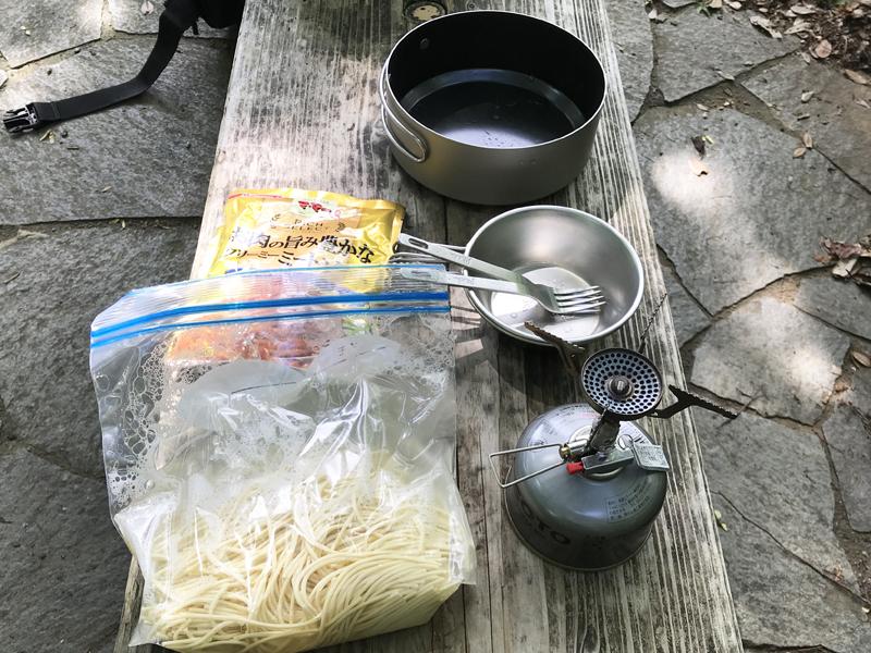 山ご飯の道具とスイスイパスタの材料