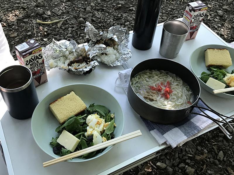 キャンプの残り物朝食