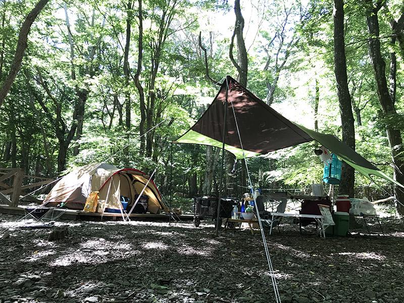 スミカキャンプフィールドの林間デッキサイト