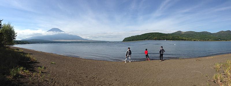 レイクロッジヤマナカから見える富士山と山中湖