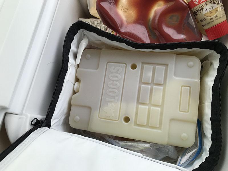ソフトクーラーの中の保冷剤