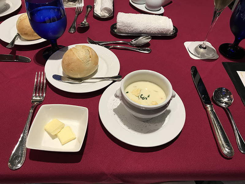 ニューオータニイン横浜プレミアムディナーコースのパン