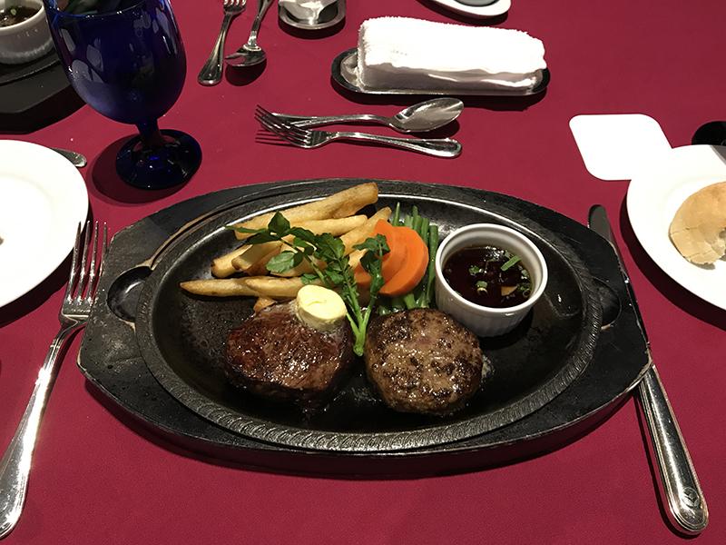 ニューオータニイン横浜プレミアムディナーコースのステーキとハンバーグ