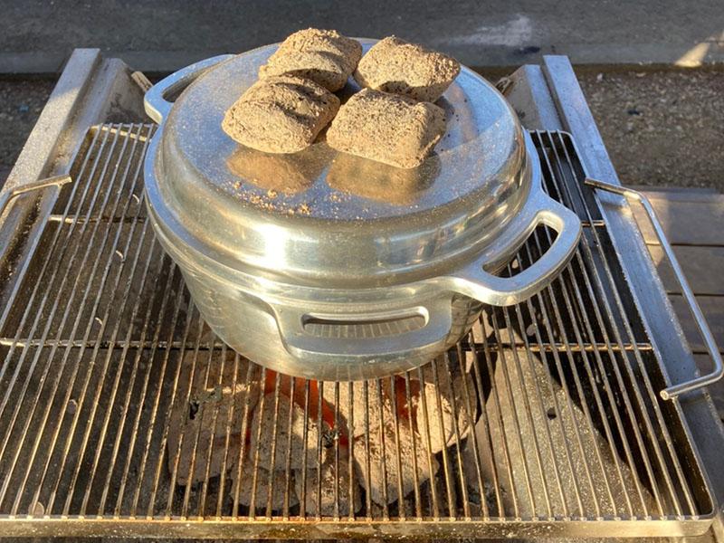 無水鍋で丸鶏のローストチキンを焼く