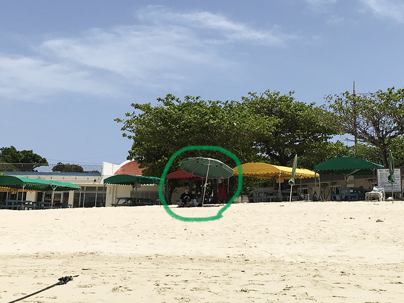伊計ビーチのレンタルパラソル