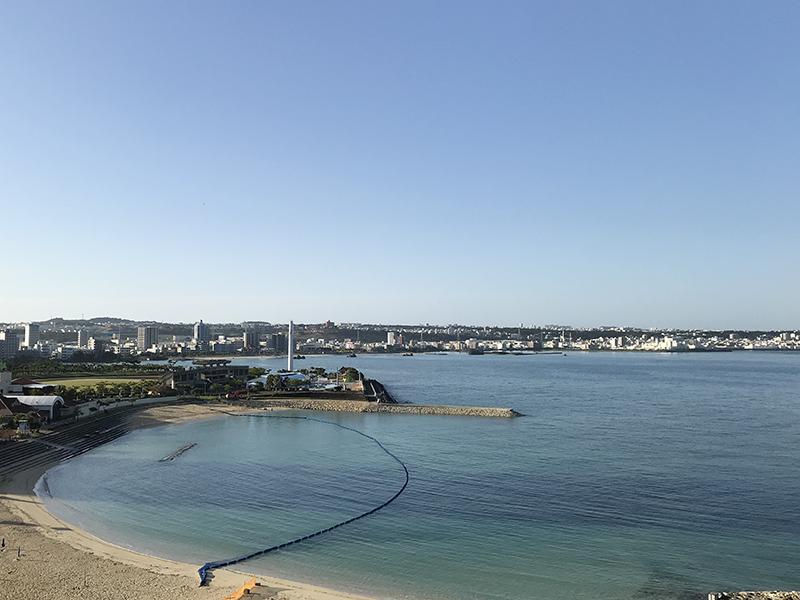 ベッセルホテルカンパーナ沖縄プレミアオーシャンビューツインから見えるサンセットビーチ