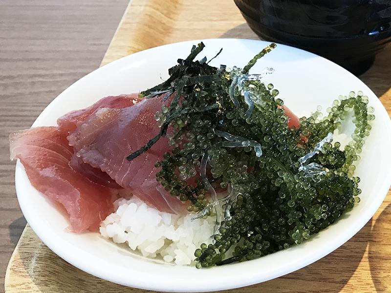 ベッセルホテルカンパーナ沖縄の朝食ブッフェの海鮮丼
