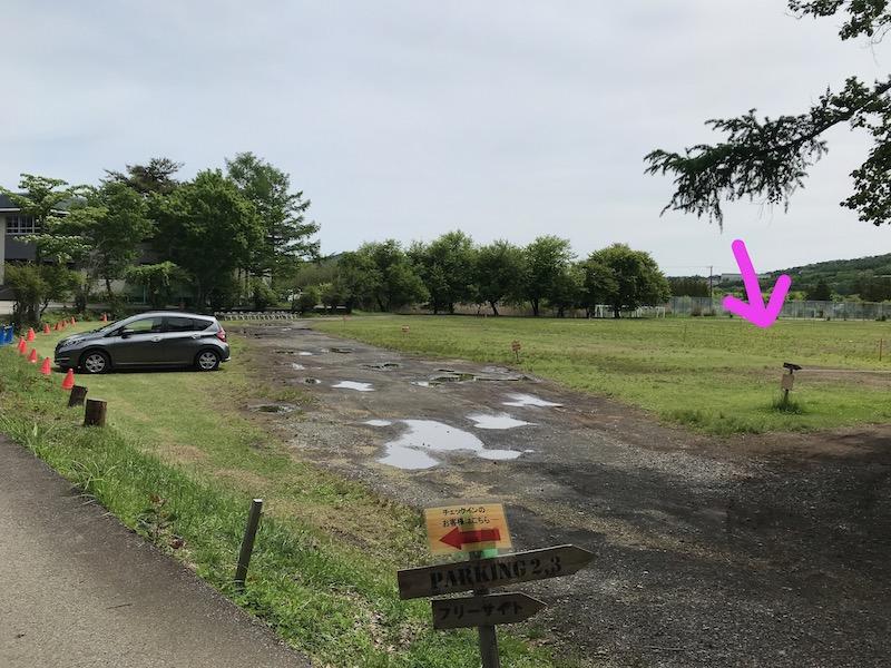 レイクロッジヤマナカのフリーサイト用駐車場