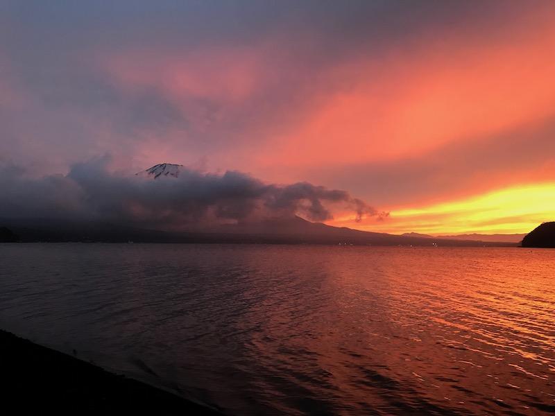 レイクロッジヤマナカからの富士山夕焼け