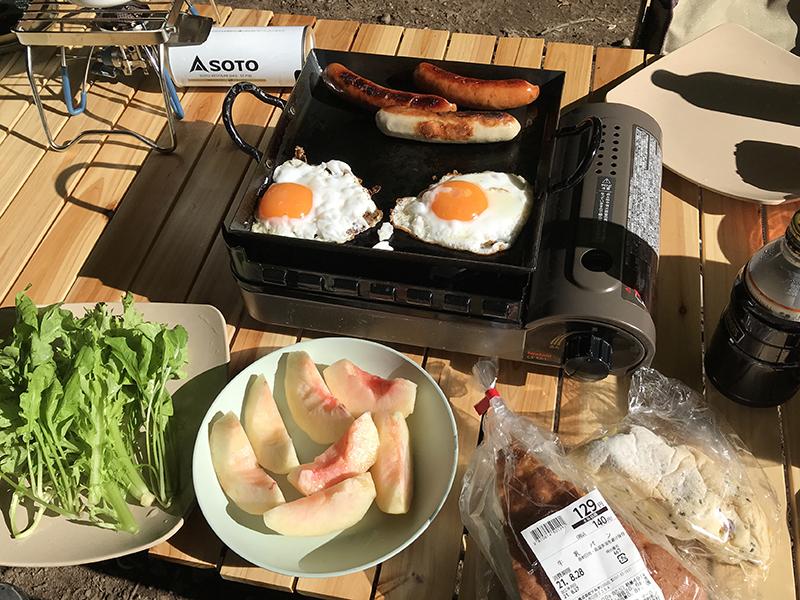 駒出池キャンプ場での朝食